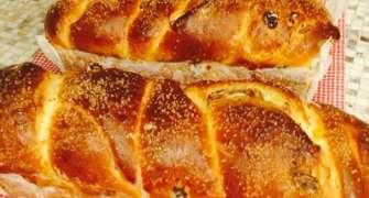 Cozonac frământat la mașina de făcut pâine