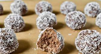 Bomboane suedeze cu nucă de cocos - de post
