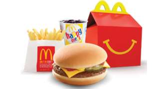 McDonald's va scoate cheeseburger-ul din meniurile Happy Meal