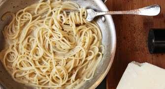 Cacio e Pepe (Spaghete cu parmezan și piper)