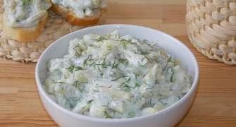 Salată de fasole verde cu maioneză și usturoi