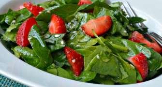 Salata de spanac si capsuni