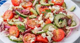 Cum să faci o salată grecească PERFECTĂ