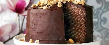 Tort de clătite cu cremă de ciocolată și alune