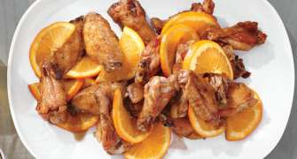 Aripioare cu sos dulce-acrișor și portocale
