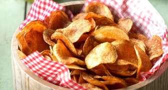 Chips-uri din cartofi rumenite la cuptor