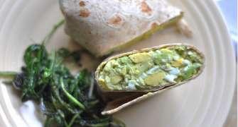 Burrito cu avocado și ou