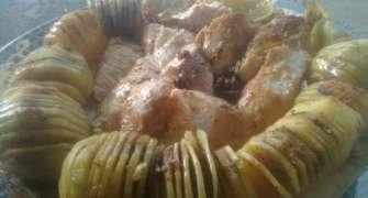 Piept de pui cu mustar si cartofi cu unt si condimente