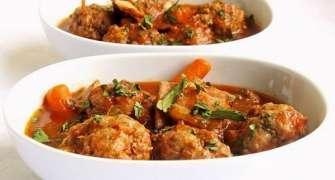 Tocanita cu legume si chiftele