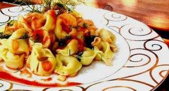 Tortellini cu prosciutto in sos de rosii