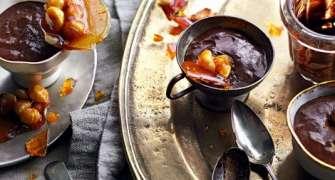 Mousse De Ciocolata Cu Nuci De Macadamia Caramelizate