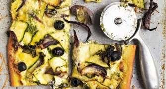 Pizza Cu Branza De Capra, Cu Dovlecei Si Masline