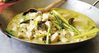 Pui Tailandez Cu Sparanghel Si Curry