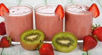 Smoothie Cu Fructe De Padure Si Kiwi