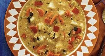Supa De Quinoa Si Arahide (Sopa De Mani)