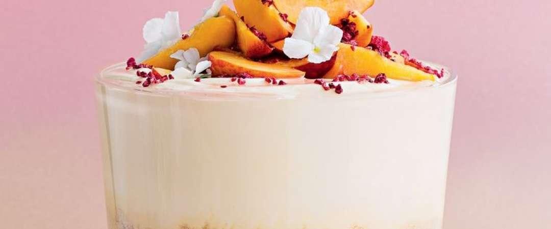 Trifle Cu Ciocolata Alba Si Jeleu De Piersici